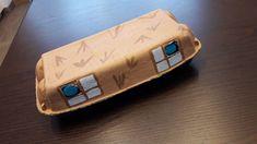 Für kleine Spielzeugtiere eine Aufbewahrungsbox gemacht Box, Wooden Toys, Wallet, Clearance Toys, Animales, Wooden Toy Plans, Snare Drum, Wood Toys, Woodworking Toys