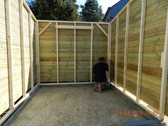 Construction d'un abri de jardin en bardage bois autoclavé. Cet abri de jardin a été construit sur mesure. Le bardage est constitué de p...