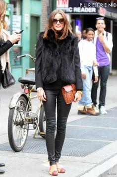 Olivia Palermo réussit à la fois à sauver son blazer du passage à l'hiver et à porter la veste sans manche avec style.