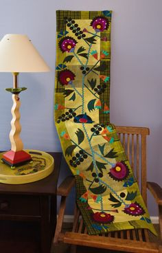 Folk Art skinny quilt by Sue Spargo, in: Martingale - Skinny Quilts and Table Runners II