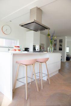 Femkeido | Nieuwbouwproject Park Zestienhoven Family Kitchen, New Kitchen, Kitchen Interior, Kitchen Dining, Kitchen Decor, Kitchen Stuff, Dining Room, Beautiful Kitchens, Cool Kitchens