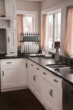 Usage dark discolored or Black kitchen cabinets to develop a modern feel. A wonderful option for a remodel, it will certainly complement any kind of floor covering and appliance color. Purple Kitchen, White Kitchen Decor, Diy Kitchen, Kitchen Ideas, Kitchen Black, Kitchen Designs, Awesome Kitchen, Kitchen Doors, White Kitchen Cabinets