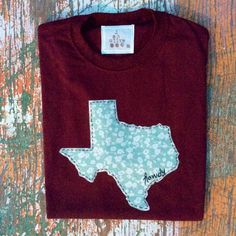 Rep the Aggies in style. Maroon tee with Mint colored Texas and hand embroidery. Tees come in unisex sizes. Wash inside out for best care. Hang dry or tumble dry on low heat. Will fray some along edges over time, but really just adds to the character. [Made to order so allow 7-10 days for creation]