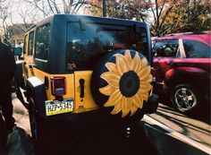 Sunflower tire covered painting and yellow Jeep My Dream Car, Dream Cars, Jeep Cars, Jeep Jeep, Car Goals, Cute Cars, Pretty Cars, Future Car, Jeep Life