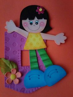 Espelho tomada Foam Crafts, Diy And Crafts, Crafts For Kids, Class Decoration, School Decorations, Paper Clay, Clay Art, Kids Christmas, Christmas Ornaments