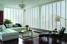 Cortinas Cortinas Panel Skyline es una solución ideal para grandes ventanales, gracias a su cabezal y sistema de paneles que permiten alcanzar amplias dimensiones. La perfilería de Panel Skyline ofrece cuatro colores asociados a las telas seleccionadas, entregando así un producto de mayor calidad