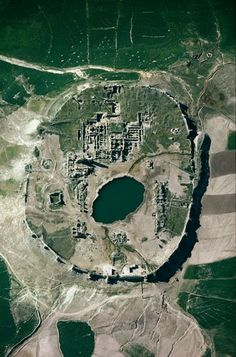 Between 1976 and 1978 (right before the Islamic revolution) Gerster was granted rare permission from Queen Farah Pahlavi to record the landscapes and cities of Persia through aerial photography.