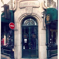 Fauré Le Page was een Franse wapenfabrikant (arquebusier), opgericht in Parijs in 1717. Mooie letters boven de deur en letters in smeedwerk ...