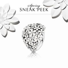 This amazing statement ring was inspired by a beautiful field of daisies - it's a Darling Daisy. It's one out of many cute rings from the spring collection 2015, we can't wait to show it to you! #PANDORAring #SpringCollection2015