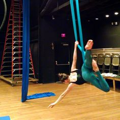 Part I. A little tricky way to get into a candy cane roll up without having to go into straddle back. I will show Part II tomorrow ;) #aerialsilks #aerialist #candycanerollup #aerialsling #gripstrength