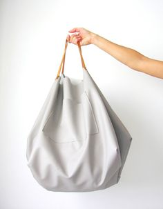DIY White Leather Tote. Wow, we love this!