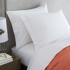 how to choose a bedroom color flower swirl stitched quilt urbanoutfitters homey 20557