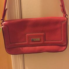 Kate Spade Shino Andover Bag Red crackled leather NWT bag. I have had it for awhile but never used it. No particular reason it was a gift and I just don't do shoulder bags as much. Dimensions are about 10.5w x 6h in inches. Questions welcomed and reasonable offers 😘😘 kate spade Bags Shoulder Bags