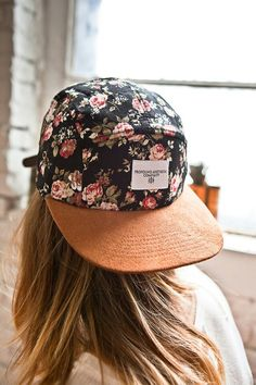 Floral snapback (it's actually a 5 panel).I need another SnapBack. Bone Floral, Festival Looks, Fashion Beauty, Womens Fashion, Punk Fashion, Lolita Fashion, Fashion Trends, Cute Hats, Passion For Fashion