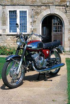 1967 Bridgestone 350 GTR - Classic Japanese Motorcycles - One hell of a quick bike !
