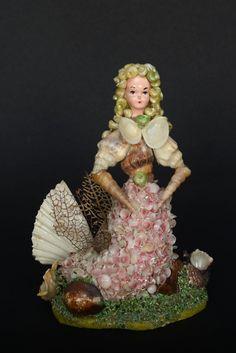 Items similar to Shell - Vintage, retro, kitsch - doll French Riviera on Etsy Seashell Art, Seashell Crafts, Beach Crafts, Kitsch, Shell Animals, Beach Art, Christmas Angels, Rock Art, Sea Shells