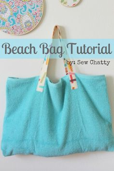Sew Chatty: {Beach Bag Tutorial} I want this but different :) Extra large beach . Sew Chatty: {Beach Bag Tutorial} I want this but different :) Extra large beach sheet, but folded in on each side, snaps buttons or velcro closure? Beach Bag Tutorials, Sewing Tutorials, Sewing Crafts, Sewing Projects, Sewing Patterns, Tutorial Sewing, Purse Patterns, Beach Towel Bag, Beach Bags