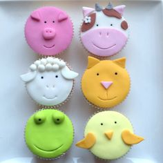 Animal cupcakes, my favorites by far. LOVE the cow!!