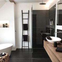10 new apartment insights on SoLebIch - Tach! Why do we greet you here with the typical greeting from North Rhine-Westphalia? Bad Inspiration, Bathroom Inspiration, Best Bathroom Designs, Decorating Small Spaces, Amazing Bathrooms, Cheap Home Decor, White Walls, Home And Living, Decoration