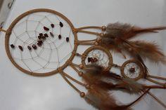 Mobiles & Traumfänger - Beigefarbener Dreamcatcher mit Rotem Jaspis - ein Designerstück von Traumnetz-com bei DaWanda