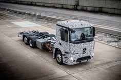 Daimler AG präsentiert weltweit ersten Elektro-LKW