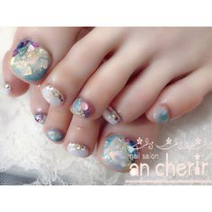 ネイルデザインを探すならネイル数No.1のネイルブック Summer Holiday Nails, Summer Toe Nails, Opal Nails, Bling Nails, Simple Nail Art Designs, Toe Nail Designs, Pedicure Nail Art, Toe Nail Art, Japan Nail Art