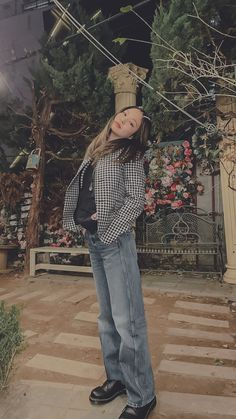 Blackpink Jennie, Blackpink Fashion, Fashion Outfits, Dibujos Tumblr A Color, Aesthetic Indie, Blackpink Photos, Mode Streetwear, Korean Street Fashion, Indie Kids