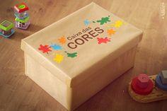 """Eba, mais um post da série """"Estimular é um barato!"""". Hoje sugiro a Caixa das Cores, uma brincadeira bem simples e acessível para ensinarmos as cores para nossos pequenos. Como muitas vezes a crianç..."""