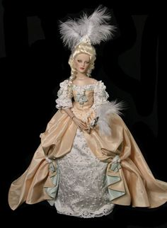 Marie Antoinette gown is stunning and dashing .. History Tonner doll