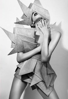 Fashion design inspiration style fabric manipulation for 2019 Origami Fashion, 3d Fashion, Look Fashion, Fashion Details, Editorial Fashion, White Fashion, Dress Fashion, Fashion Editor, Fashion Stylist
