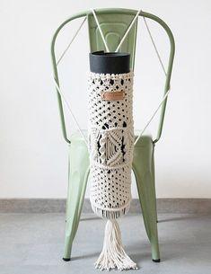 Image of Porta Yoga Mat de Macramé Yoga Outfits, Macrame Curtain, Macrame Art, Macrame Knots, Yoga Mat Bag, Boho Diy, Meditation, Weaving, Pattern