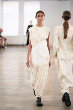 The Row Spring 2020 Ready-to-Wear Fashion Show - Vogue Fashion 2020, New York Fashion, Runway Fashion, Fashion Show, Fashion Design, Fashion Weeks, Woman Fashion, London Fashion, Dress Fashion