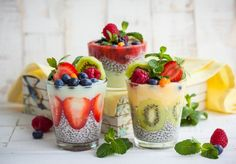 Chia Pudding with Strawberries, Kiwifruit and Other Fruit Raw Food Recipes, Dessert Recipes, Healthy Recipes, Herbalife, Superfood, Smoothie Glass, Brunch Casserole, Raw Food Diet, Nut Allergies