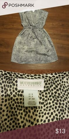 Motherhood Maternity top with pockets Excellent used condition. Smoke free home. Bundle to save! Motherhood Maternity Tops