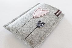 Handytasche/Smartphonetasche aus Wollfilz. Diese robuste Handytasche schützt dein Handy vor Kratzern & Schmutz und ist ein echter Hingucker! Passend für i-Phone 6.