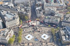 An aerial photograph of Trafalgar Square, Central London during a London Marathon