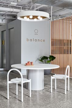 Balance by name and balanced by design, this wellness studio designed by Studio 103 is a tranquil, peaceful space to promote health and wellness. Wellness Studio, Wellness Clinic, Fitness Studio, Yoga Studio Design, Gym Design, Gym Interior, Studio Interior, Health And Wellness Center, Health And Wellbeing