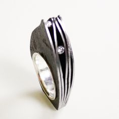 Marianne Anselin ring rusty sheet steel and silver, adorned with diamonds € 650