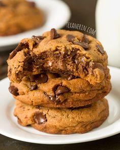 Healthier New York Times Chocolate Chip Cookies – although these are 100% whole grain and have less sugar than the original, they taste just as yummy! | texanerin.com