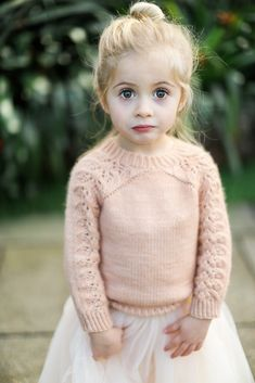 Ravelry: Margotchiens Bloomsbury Kids , You are in the right place about knitting patterns free Here we Baby Knitting Patterns, Knitting For Kids, Crochet For Kids, Crochet Baby, Easy Knitting, Baby Patterns, Ravelry, Pull Bebe, Baby Pullover