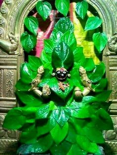 Kolhapur Maharashtra India Goddess Lakshmi Decorations with beetle leaves. This is done once a year. Durga Images, Radha Krishna Images, Divine Goddess, Goddess Lakshmi, Om Namah Shivaya, Indian Pictures, God Pictures, Holi Colors, Lord Shiva Painting