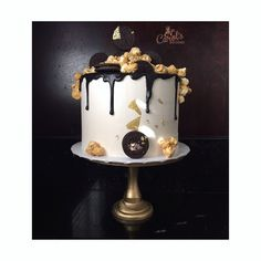 ✨Chocolate n' Oreo Birthday Cake✨ .. This is a chocolate and Oreo, double barrel cake.. meaning, there are 2 cakes here 😉. Cake flavor: Chocolate.. Filling flavor: Oreo Cream. #Oreo #OreoCake #Chocolate #ChocolateCake #ChocolateAndOreo #CocolateOreoCake #Cake #CakesOfInstagram #Drizzle #ChocolateGanache #OreoCookies #GoldLeaf #DoubleBarrelCake #Ganache #CarolsGoodies