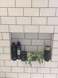 Metro tiles bathroom Metrofliser på mit nye badeværelse. Niche til shampoo