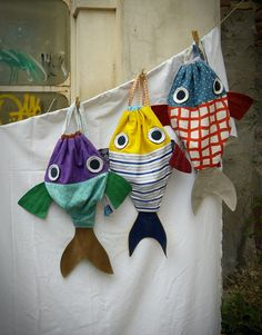 Along with my Fish friend Drawstring backpack for by LaGagiandra Fishing Backpack, Diy Backpack, Drawstring Backpack, Range Pyjama, Fish In A Bag, Sewing For Kids, Diy For Kids, Easy Sewing Projects, Sewing Class