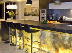 Make your kitchen pop with Bravvo Stone. Choose from marble, quartz, limestone, granite and many more. Stone Bench, Granite Kitchen, Travertine, Natural Stones, Marble, Architecture, Furniture, Home Decor, Arquitetura