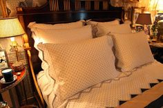 New York bedroom of Howard Slatkin, with bedlinens of his own design. Habitually Chic®