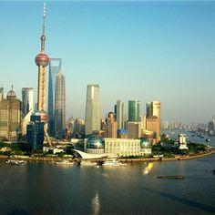 Shanghai! De grootste stad van China met ook de grootste haven ter wereld, bijzonder dus! https://www.hotelkamerveiling.nl/hotels/china/hotel-shanghai.html