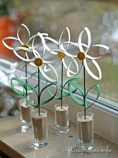 Do you have some empty toilet paper rolls lying around? Instead of throwing them away, put them to good use with these simple toilet paper roll crafts! Paper Towel Roll Crafts, Recycled Paper Crafts, Paper Towel Rolls, Toilet Paper Roll Crafts, Cardboard Crafts, Diy Paper, Cardboard Tubes, Toilet Paper Rolls, Toilet Paper Flowers