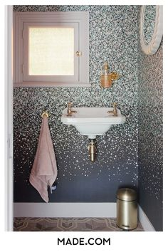 Wallpaper in the downstairs toilet - it's a thing. For the pattern-shy, wallpapering a small space creates a bold statement in the right way. Don't forget the finishing touches: metallic details and a soft pink hand towel Cloakroom Wallpaper, Wallpaper Toilet, Navy Wallpaper, Pink Hand Towels, Gold Taps, Small Toilet Room, Navy Bathroom, Downstairs Toilet, Toilet Design