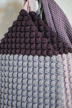 the little things: Crochet house Crochet Kitchen, Crochet Home, Diy Crochet, Bobble Stitch Crochet, Crochet Motif, Crochet Patterns, Crochet Decoration, Crochet Potholders, Textiles
